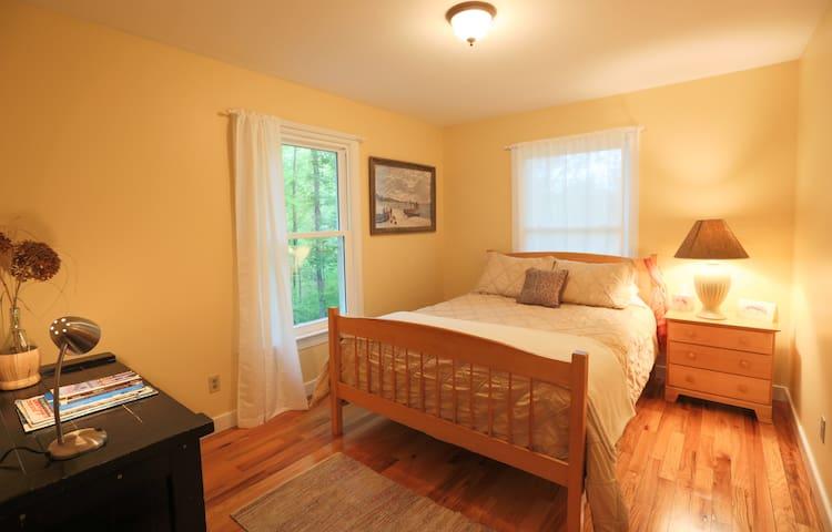 #2 First floor bedroom/bathroom  Queen size