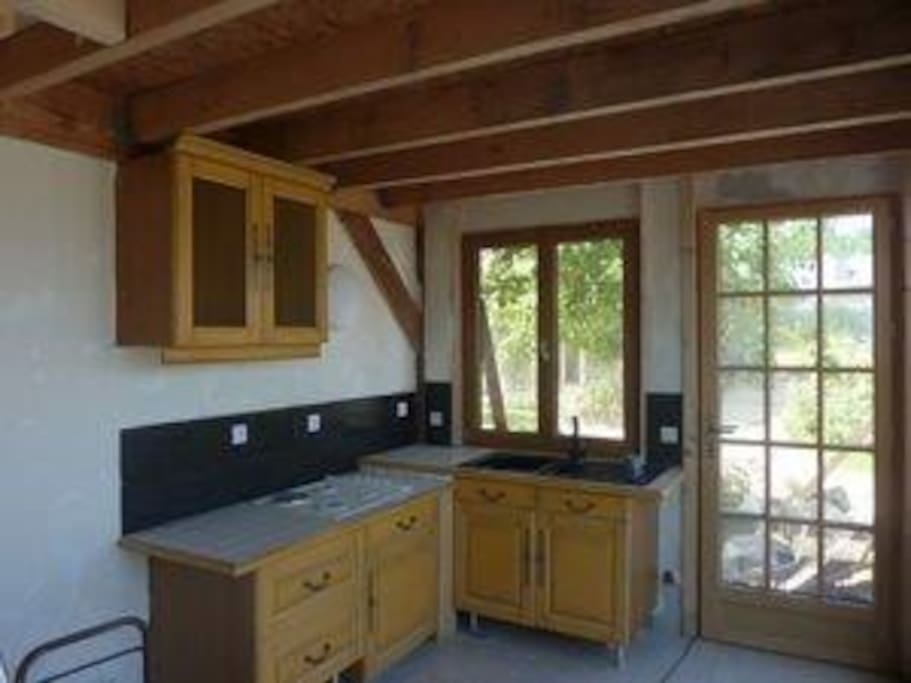 cuisine avec accès cour et terrasse privée