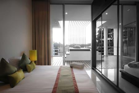 The Quarter Resort ,Phuket (Luxury Pool Suite ) - Choeng Thale - Bed & Breakfast