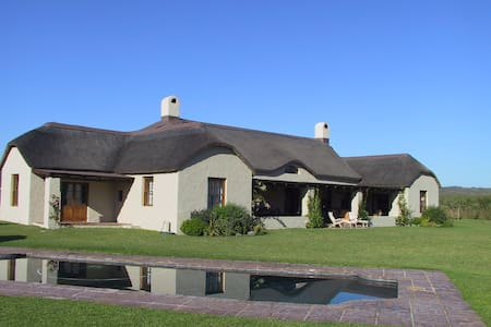 Thatched Country House - Stanford