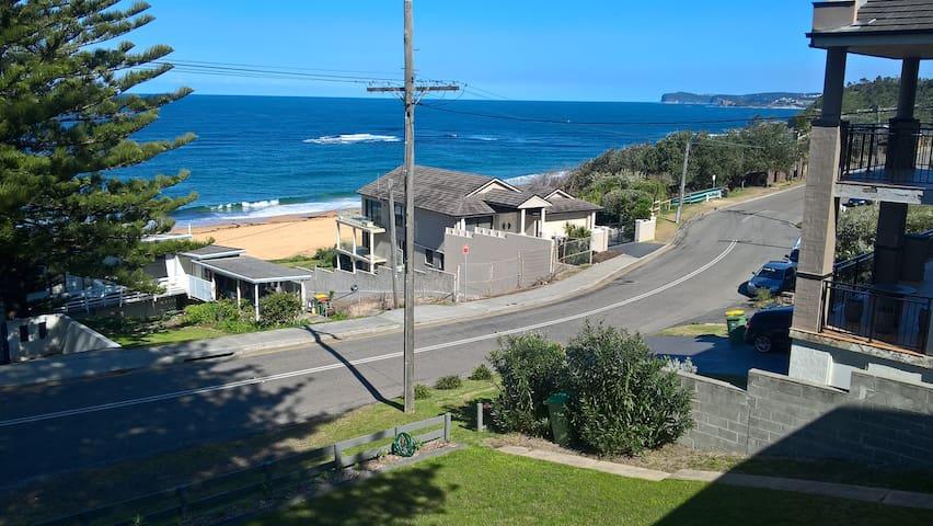 Idyllic beach house - great views 50m to the sand!