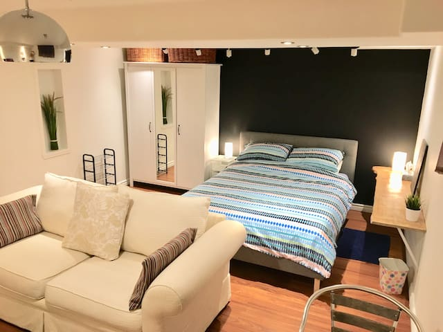 Spacious basement apartment in quiet townhouse