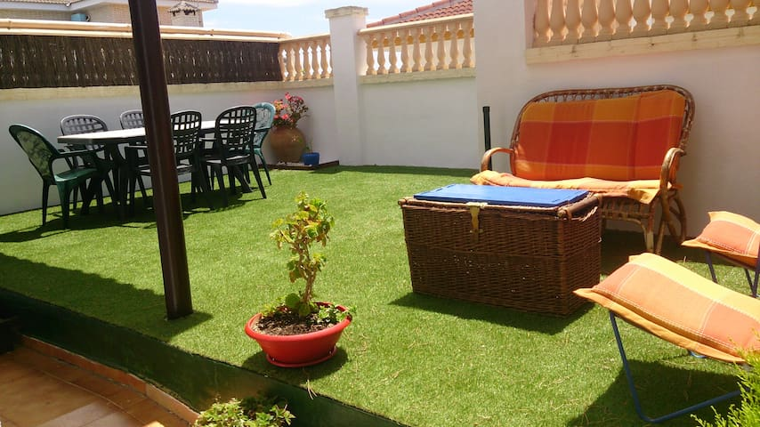 Casa adosada con precioso jardín