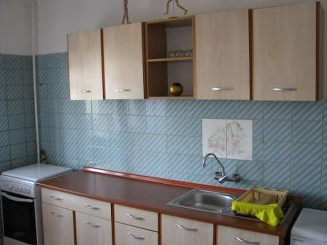 furnished and equipped 2 bdr apt - Ploiești - Lägenhet
