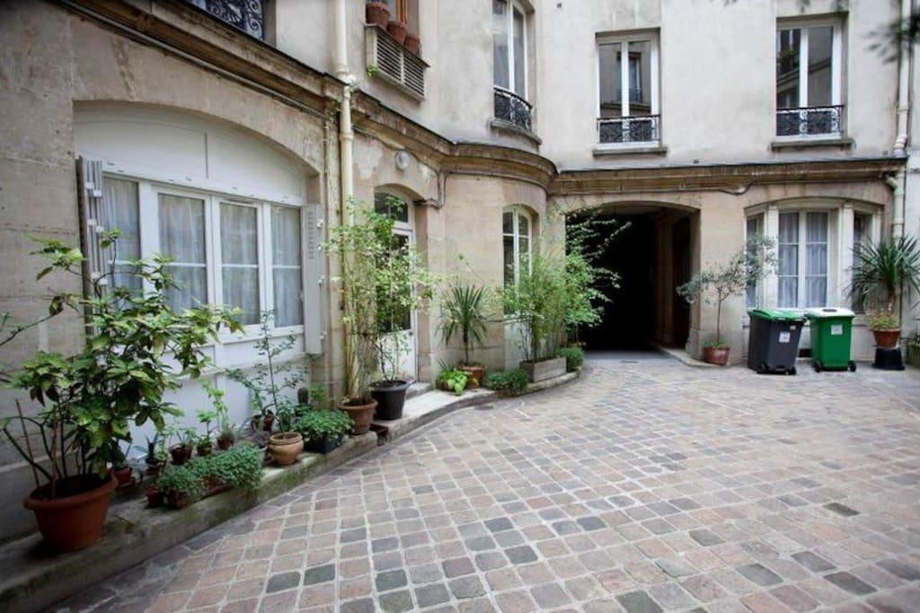 Petite chambre de bonne tout confort appartements louer paris le de france france - Chambre a louer ile de france ...