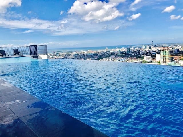COZY PRIVATE ROOM IN CENTRAL CEBU W/ INFINITY POOL