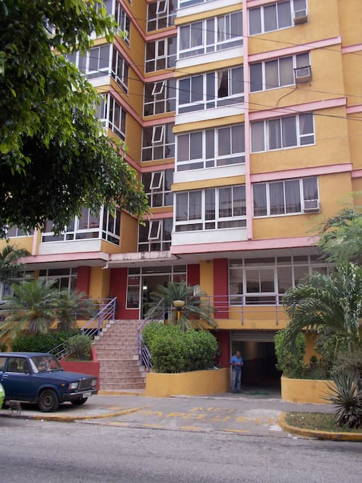 The building located in Avenida 23, in the center of Habana