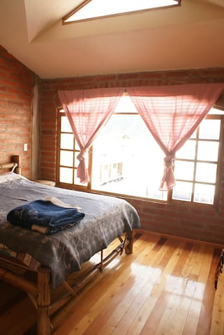 Bright friendly room in central Otavalo