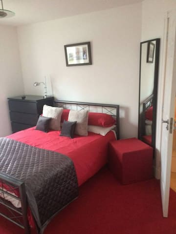 Room in Big Home, Very Private and Safe - Liverpool - Casa