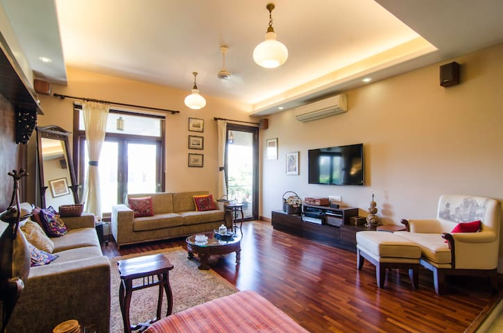 Comfortable 1BD with pvt balcony - Mumbai - Lägenhet