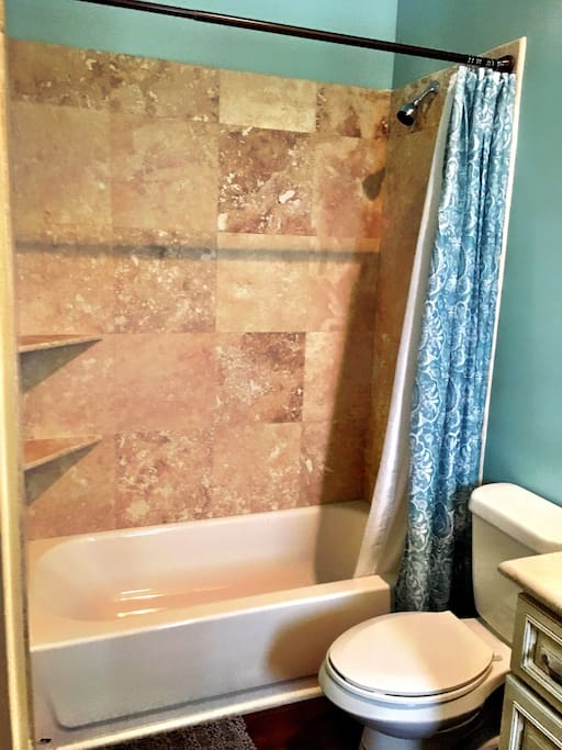 Travertine Shower & Tub