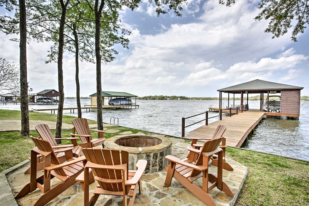 Malakoff Home w/Deck &Fire Pit on Cedar Creek Lake ...
