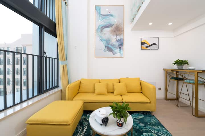 寓居小栈近情侣路拱北口岸复式豪华轻奢主题公寓