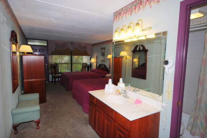 Rivergate Mountain Lodge Room 103