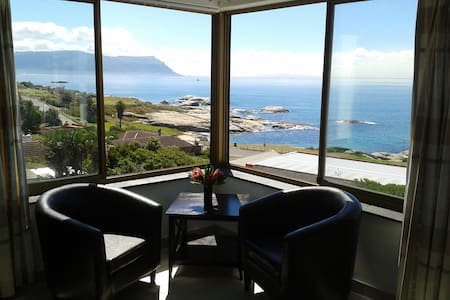 SIMONSTOWN DREAM A LITTLE SELF CATERING APARTMENT