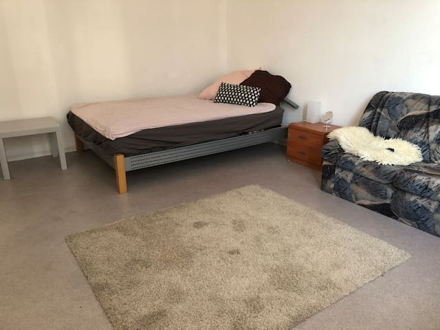 Big room in city center, 7 min walking from Hbf