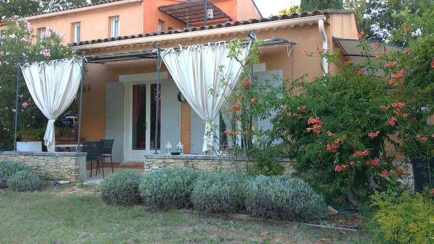 Beau T2 au cœur du Luberon, jardin,climatisation