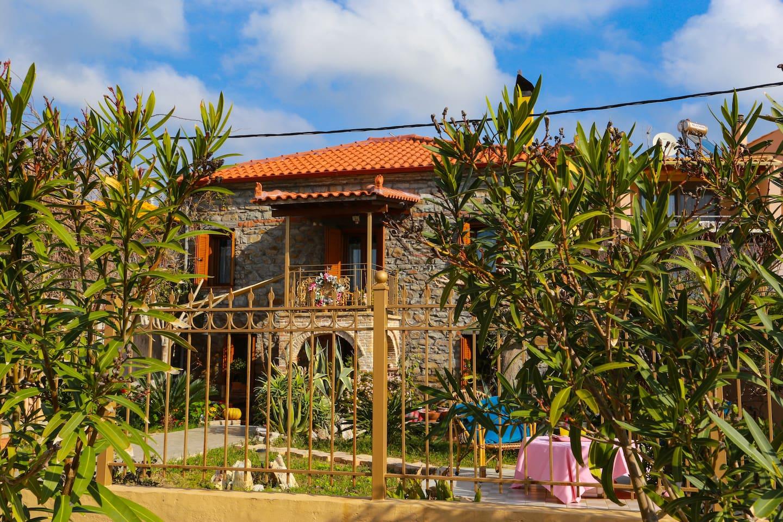 Melanthia House