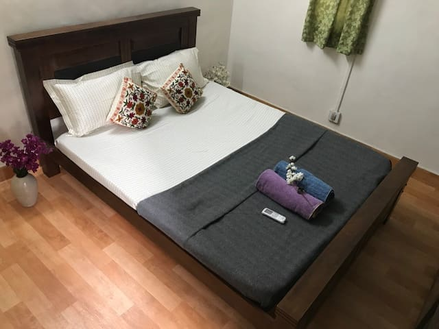 Cozy Private AC Room, 2BHK Apartment @Central Pune