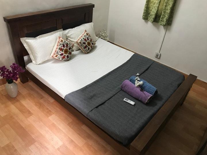 Cozy Private AC Room, 2BHK Apartment @Central Pune