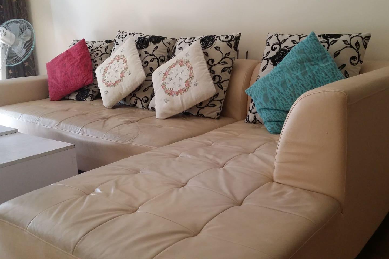 客厅沙发,可坐、可躺
