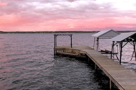 Newly Renovated Lakefront Cottage on Wine Trail!!