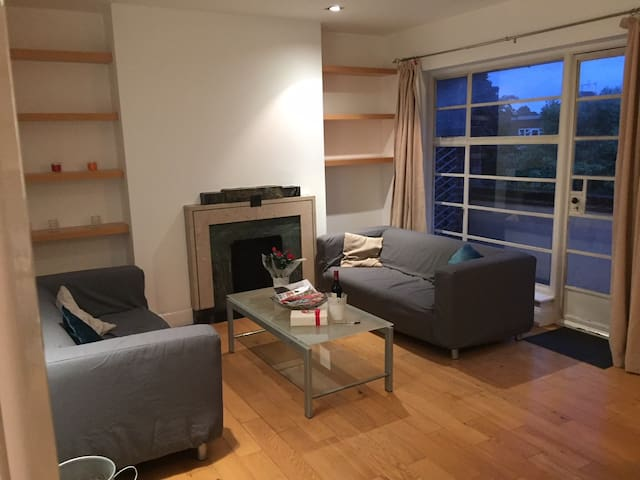 Large, bright, modern 3 bed in popular Richmond