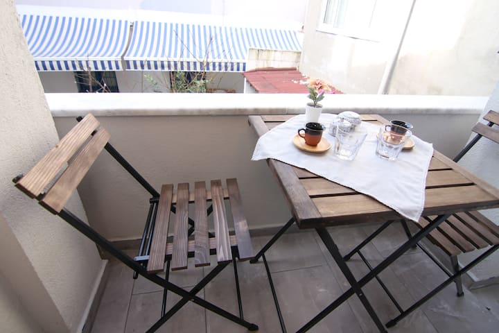 1 BR In Balat - Old Jewish Quarter w/Balcony 02