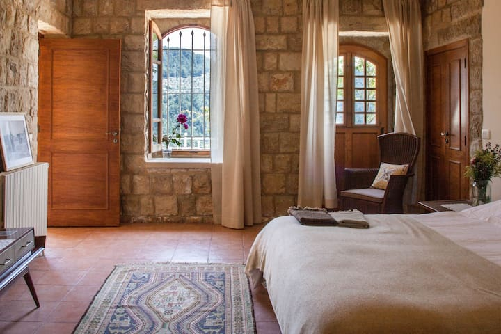 Main Bedroom - BEYt el Jabal