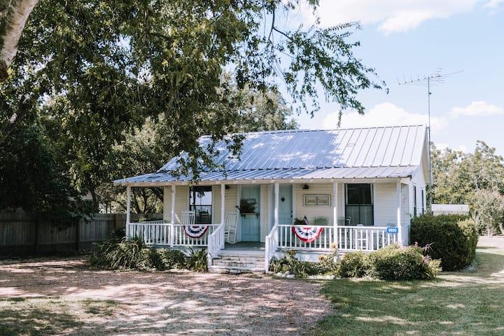 Country Caesura Cottage near Round Top & Warrenton