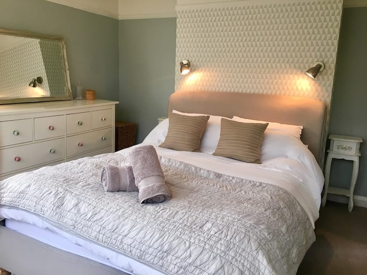 Stylish and comfortable home, FREE SURF HIRE