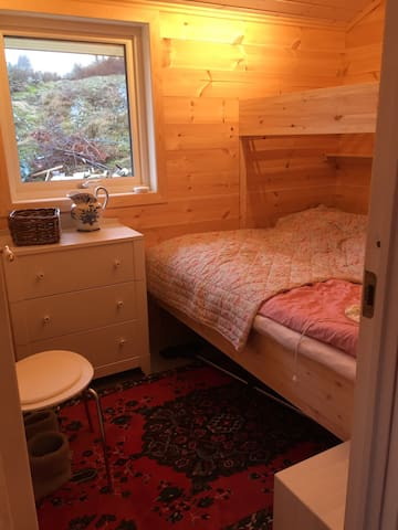 Room 1 in new retreat by the fjords - Onarheim - Stuga