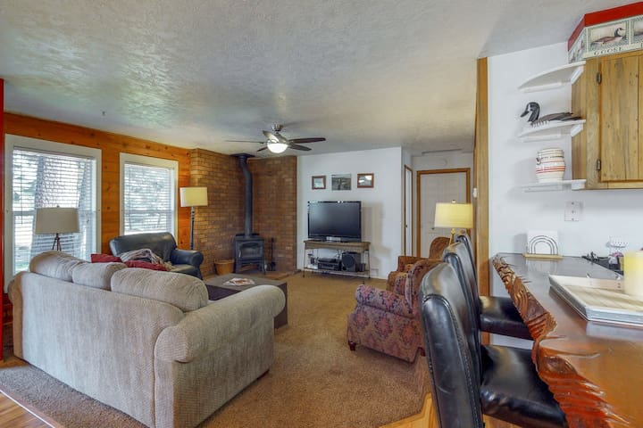 Dog-friendly cabin w/ gazebo, shared pool & more - quiet forested location