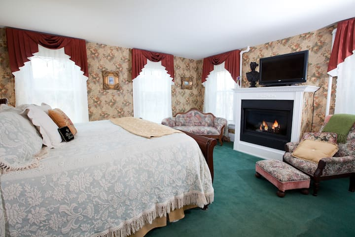 Princess Alice:  King Bed with Fireplace