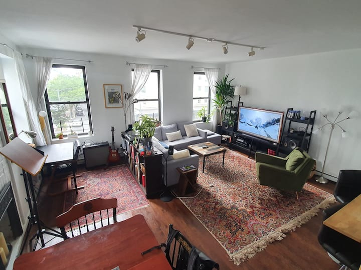Large Bright 2bdm/2bth Apartment - Upper East Side