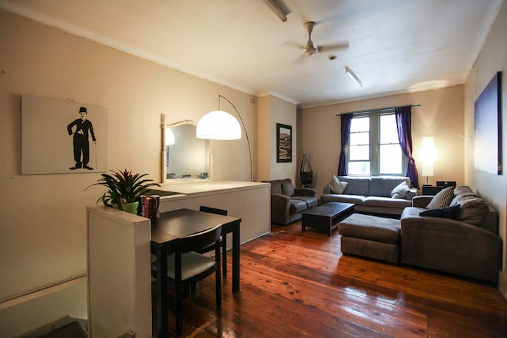 CENTRAL SYDNEY BUDGET QUEEN ROOM!