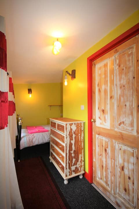 Garden Retreat with en-suite, use of main house.