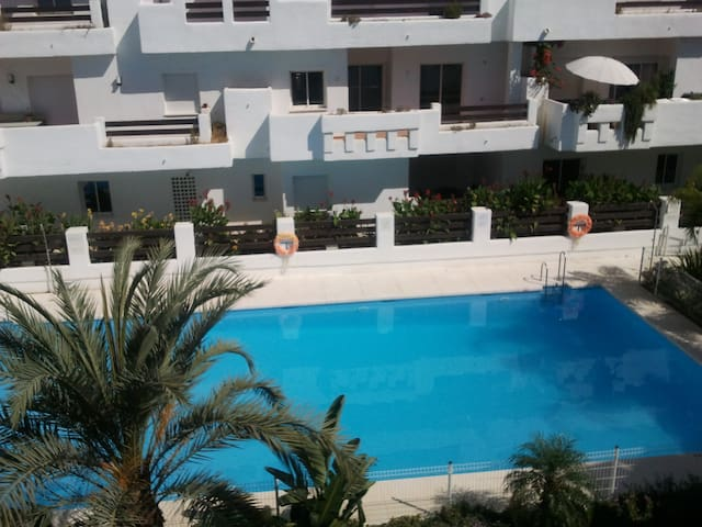 3 bedroom flat iwith 2 large pools and AC