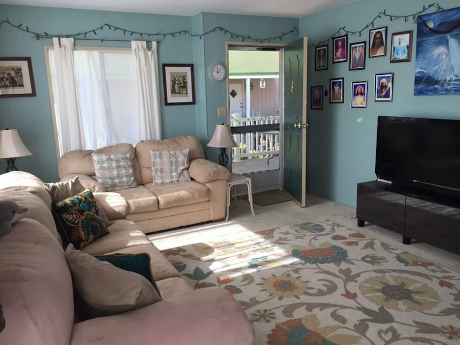 Use of comfortable Living room with tv