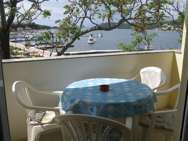 10m from the sea, Apartment 4 (4+1) with seaview - Supetarska Draga - Flat