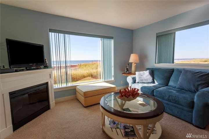 Oceanfront Condo-spectacular ocean view- Sleeps 4