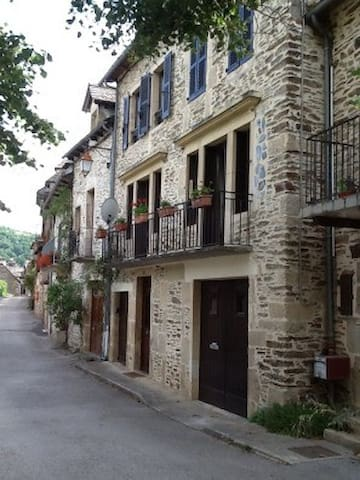 Accommodation in South West France - Estaing - Hus
