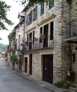 Accommodation in South West France - Estaing - Ev