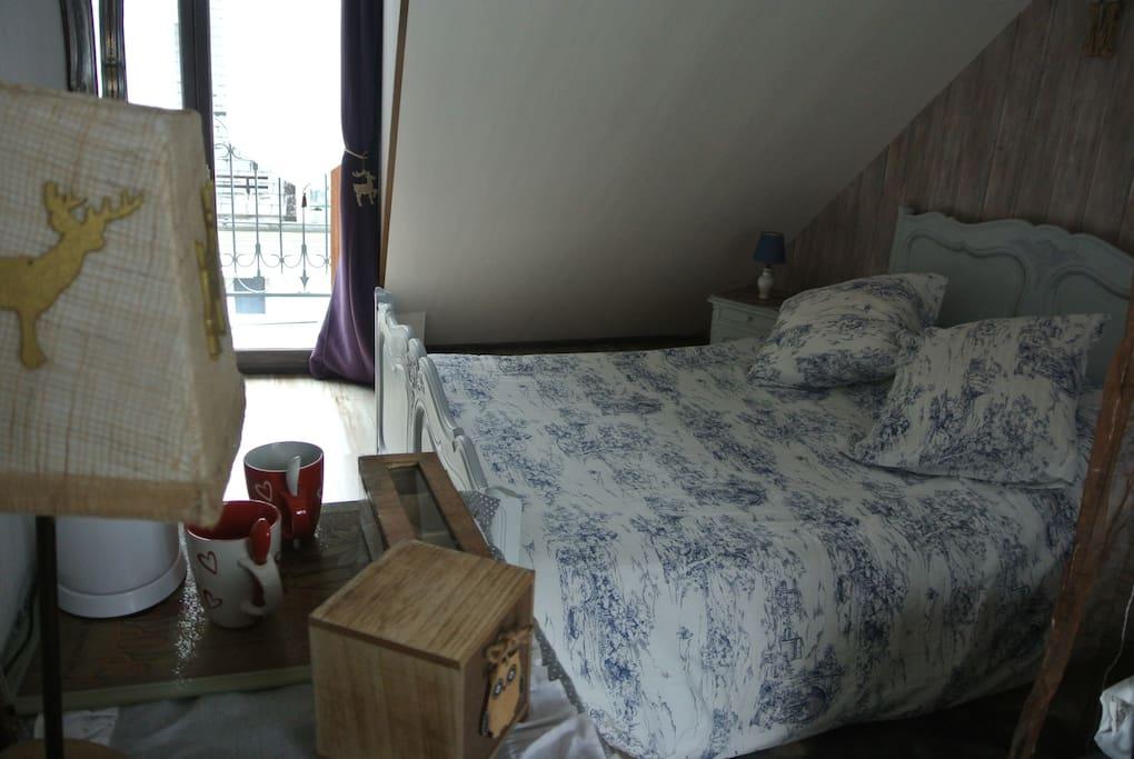 Le lit pour acceuillir vos nuits douillette et au calme
