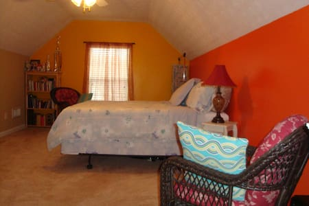 Authentic Living Upstairs - Covington - Talo
