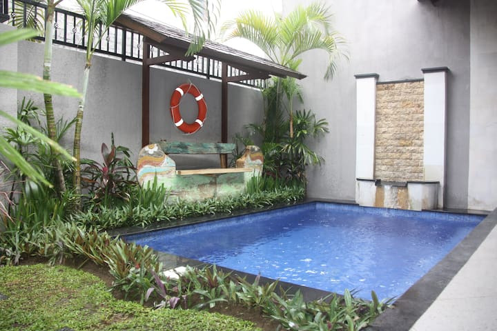 Tranquil Private Pool and Garden