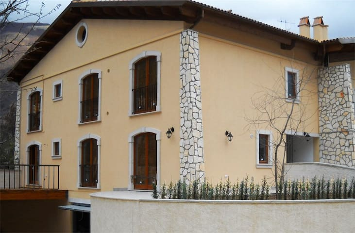 Appartamento 8 posti letto - Villetta Barrea - Byt