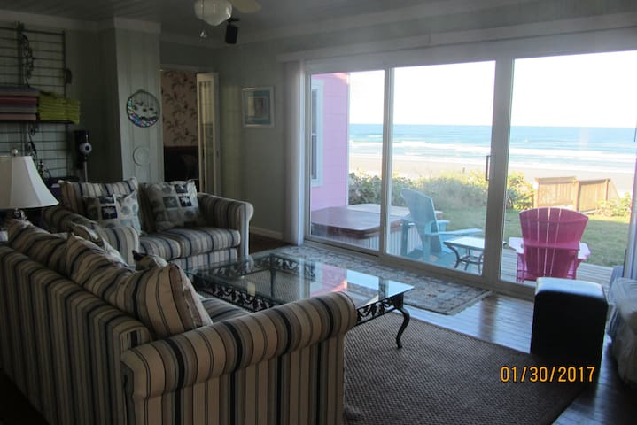 """Little Pink House"" OCEANFRONT for up to 10 guest! - Port Orange - Huis"