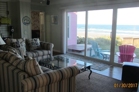 """Little Pink House"" OCEANFRONT for up to 10 guest! - Port Orange - Casa"