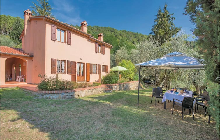 Holiday cottage with 4 bedrooms on 130m² in Marliana PT